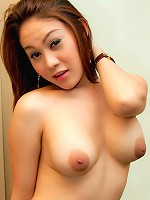 Fiery t-girl Tong puts on her blowjob performance