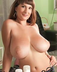 Valory Irene - Hairdresser With Hooters