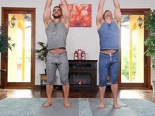 Arad Winwin Jeremy Spreadums In Stretching Muscle Buddies Gayroom