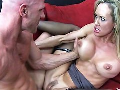 Spicy Lady Fuck With A Policeman For A First Time