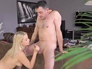 Tall Girl Lifts And Dominates Amateur Old Friends Sleepy Dude Missed How Porn Video 471