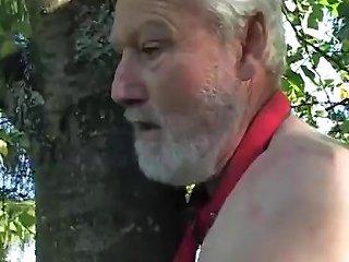 Nasty Old Guy Fucks Naked Middle Aged Chick In Central Park Drtuber