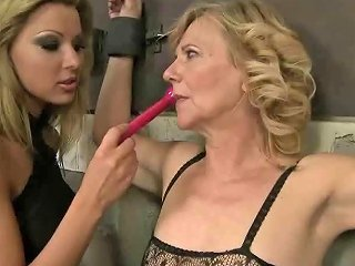 Mature Brunette Bitch Likes Being Slave To Hot Blonde Babe Sunporno Uncensored