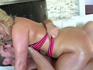 Tall Pawg Julie Cash Loves Cowgirl And Facesitting