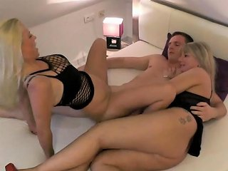Double German Milf Homemade Ffm Threesome