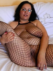 Naughty housewife gets herself to a climax