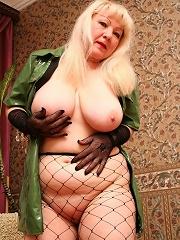 Blonde mature blonde loving a nasty cunt banging