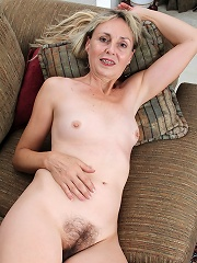 Older blonde amateur Sophie exposes her hairy bush.