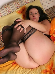 Hot mature slut playing with herself on bed