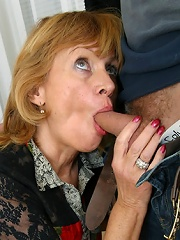Hung lad fucks the shit out a raunchy blonde mommy