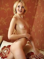 Talia | Playful blonde