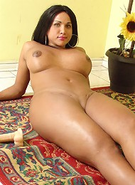 Full hot tranny bangs her ti...