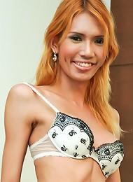 Tall slim blonde hung ladybo...