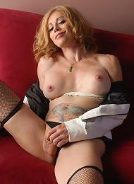 Hot transsexual mommy Jasmine Jewels teasing