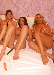 Naughty shemale foursome have veggie fuck orgy