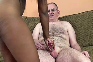 Tattooed Ebony Gal Jumps On A Cock After Enjoying Hot Cunni