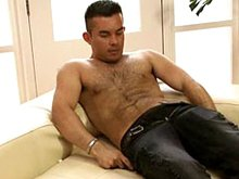 Free vides of a hot muscle hairy man Pedro G jerking off naked